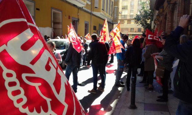 Un éxito de participación en la concentración celebrada esta mañana por un convenio digno en Limpieza de Edificios y Locales