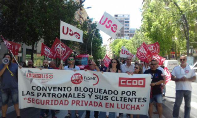 Trabajadores y trabajadoras del sector de la Seguridad Privada toman la calle en Murcia para reclamar un convenio digno