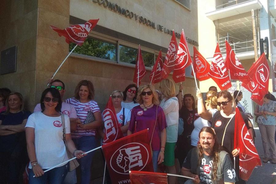 Los sindicatos consideran insuficientes las propuestas de convenio de la patronal de limpieza de edificios y locales de Murcia